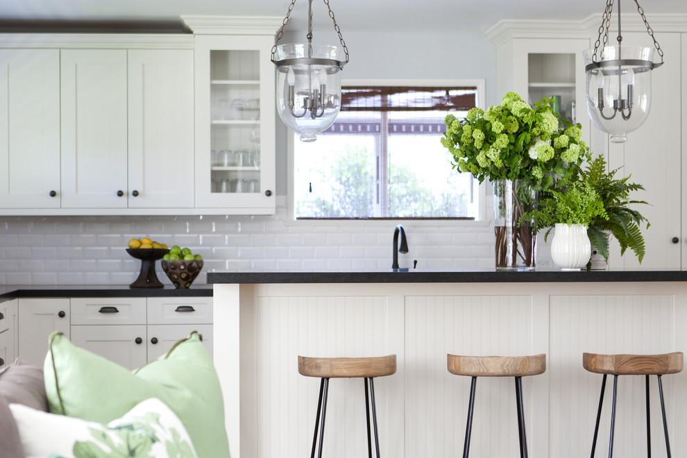 Классический американский стиль в интерьере дома в Лос-Анджелесе - дизайн кухни