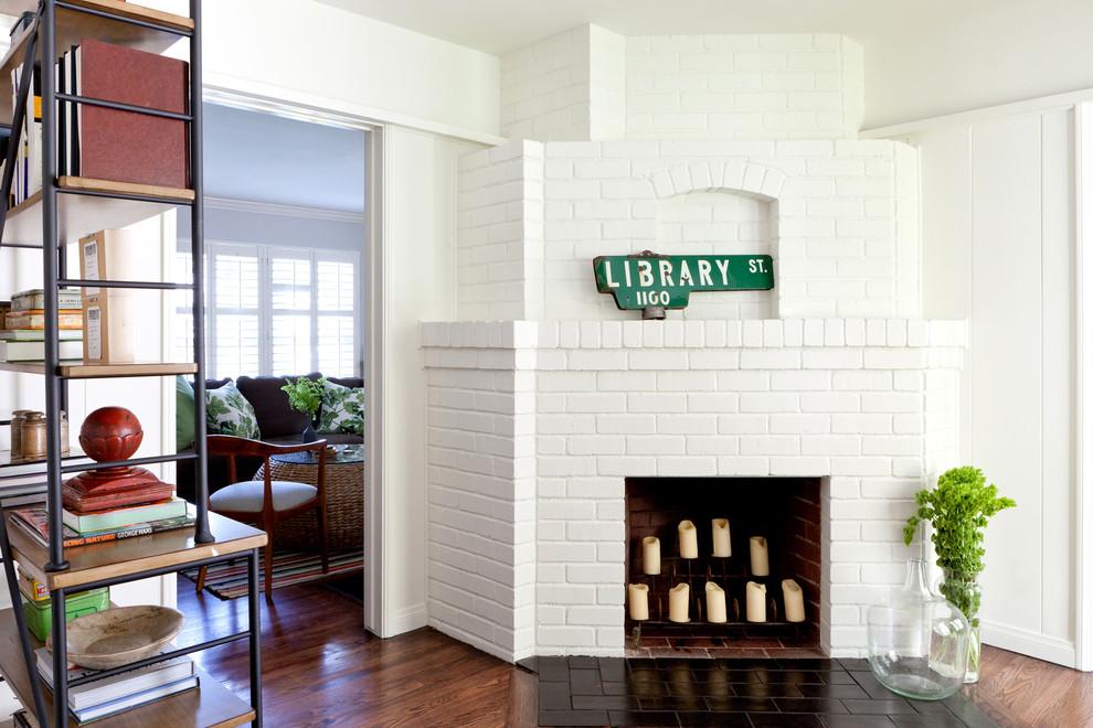 Классический американский стиль в интерьере дома в Лос-Анджелесе - белая кирпичная кладка