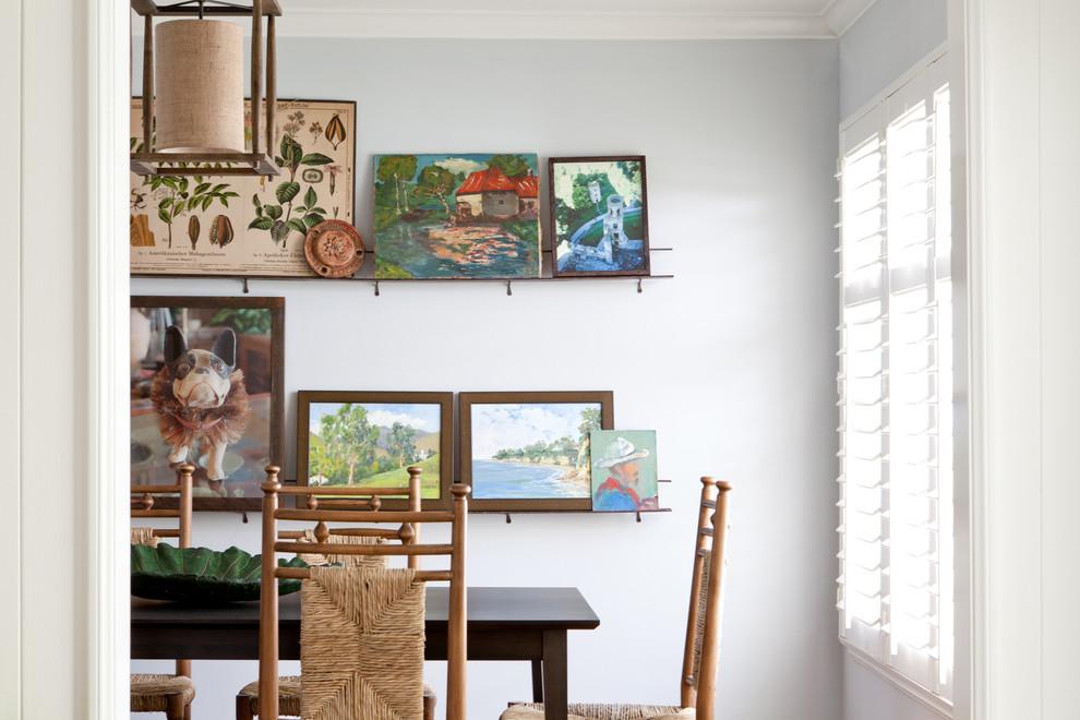 Классический американский стиль в интерьере дома в Лос-Анджелесе - стены светлой столовой