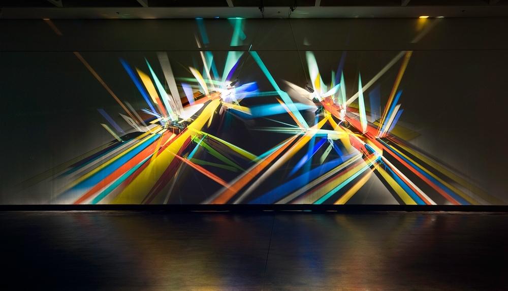 Светографика Стивена Кнаппа: радужные физические инсталляции из нематериальной субстанции