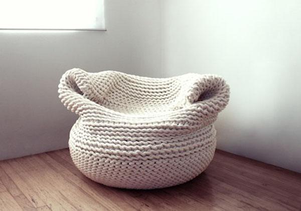 Восхитительные вязаные предметы мебели: кресло-мешок