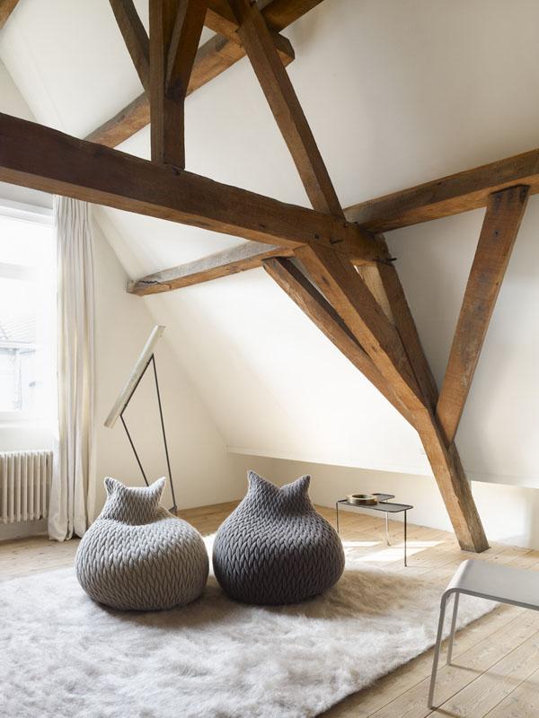 Прекрасные вязаные предметы мебели: кресло-мешок