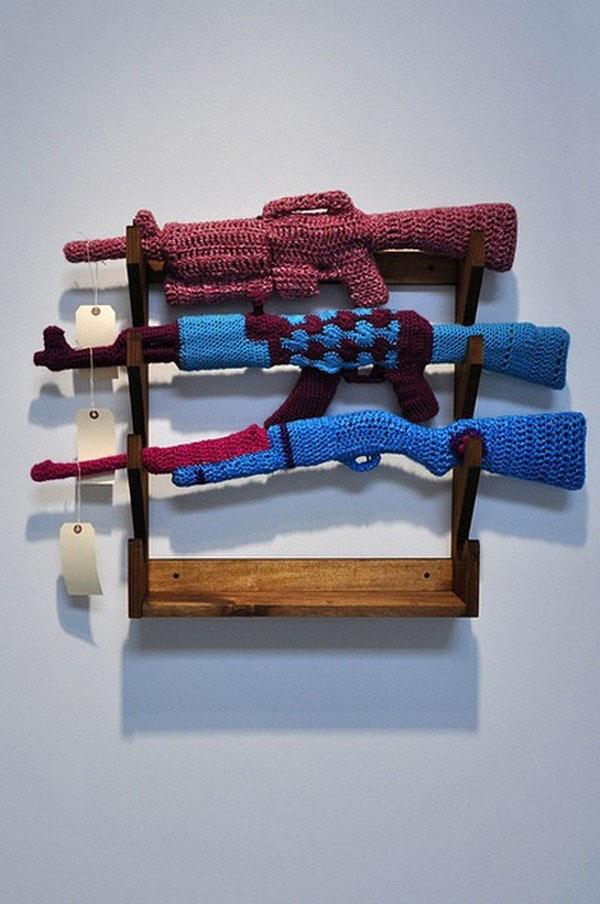 Красивые вязаные игрушки: разноцветные автоматы