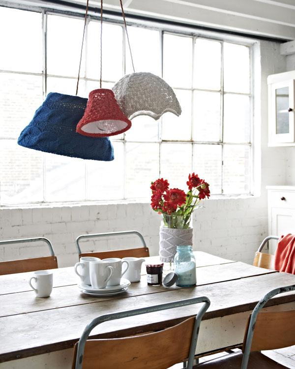 Восхитительные вязаные предметы декора: чехлы для кухонных плафонов