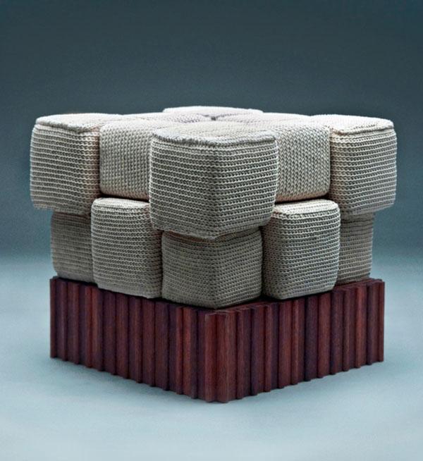 Вязаные предметы мебели: удобный пуф
