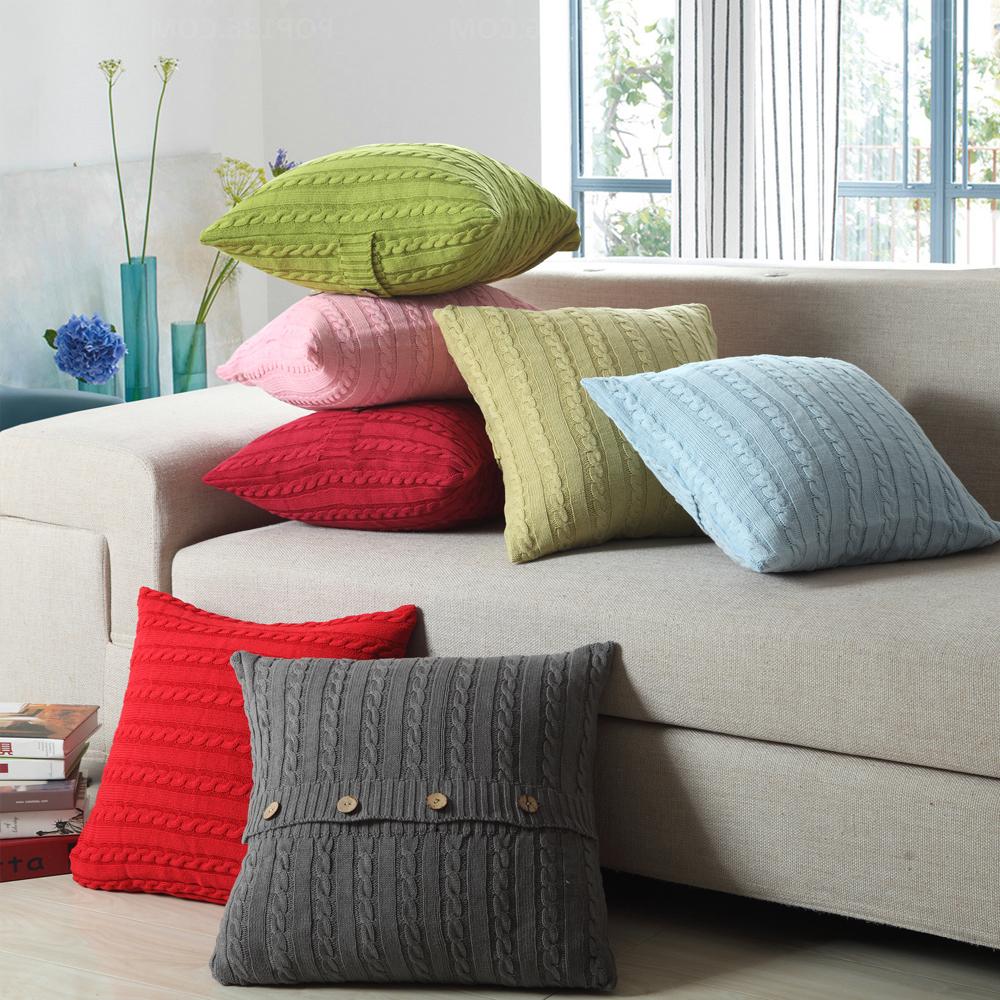 Разноцветные вязанные подушки