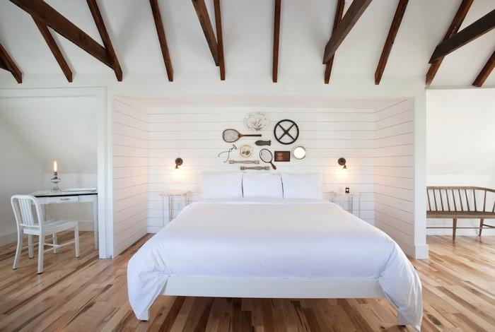 Деревянные балки в спальне