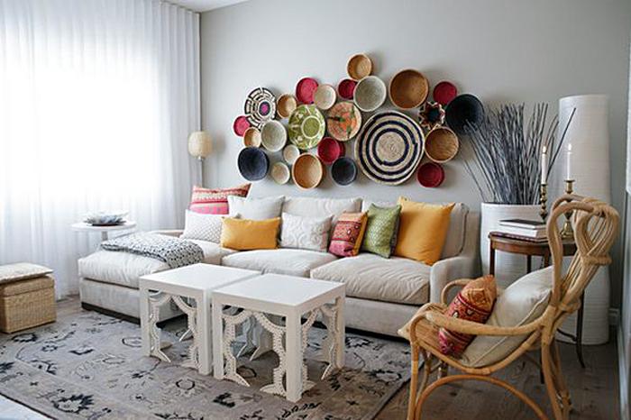 Светлый дизайн интерьера гостиной