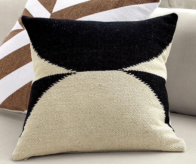 Дизайнерские диванные подушки от Ленни Кравица