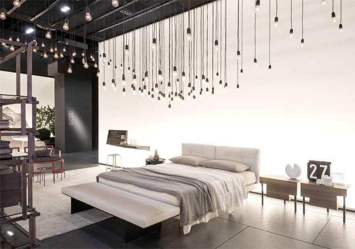 Оригинальная коллекция мебели: двуспальная белая кровать