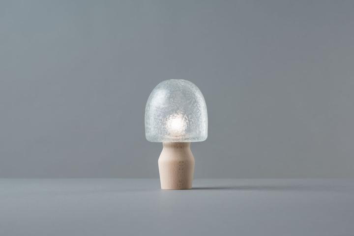 Красивый настольный светильник из коллекции Tree Frost от Mikiya Kobayashi and Kohei Glass Studio