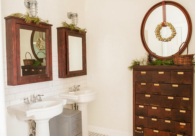Уникальный комод в интерьере ванной