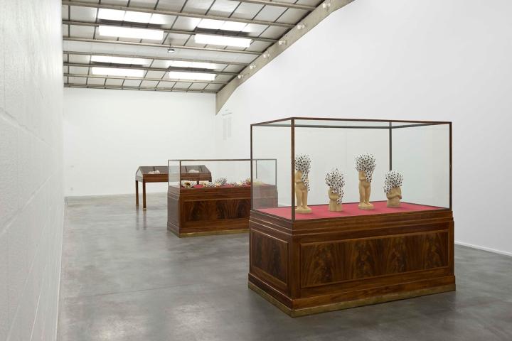 Необычная концепция в дизайне интерьера выставки