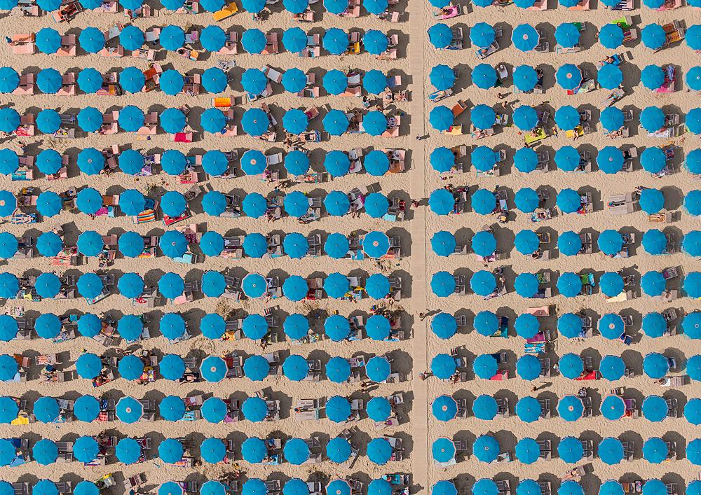 Креативная фотография пляжа с верху от Bernhard Lang