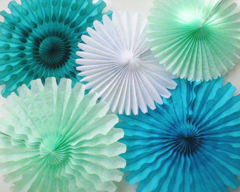 Бумажные зонтики для создания праздничного настроения