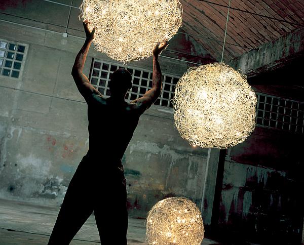 Сногшибательные осветительные приборы на территории виллы