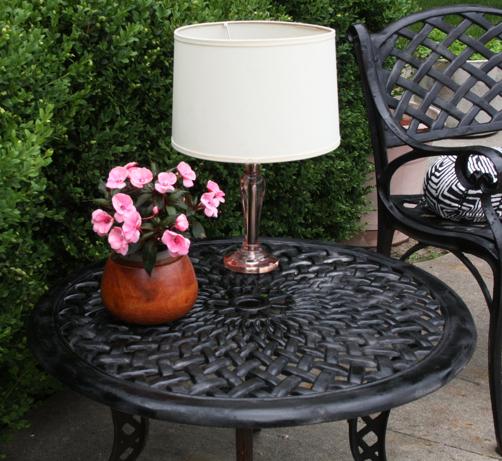 Настольная лампа в саду