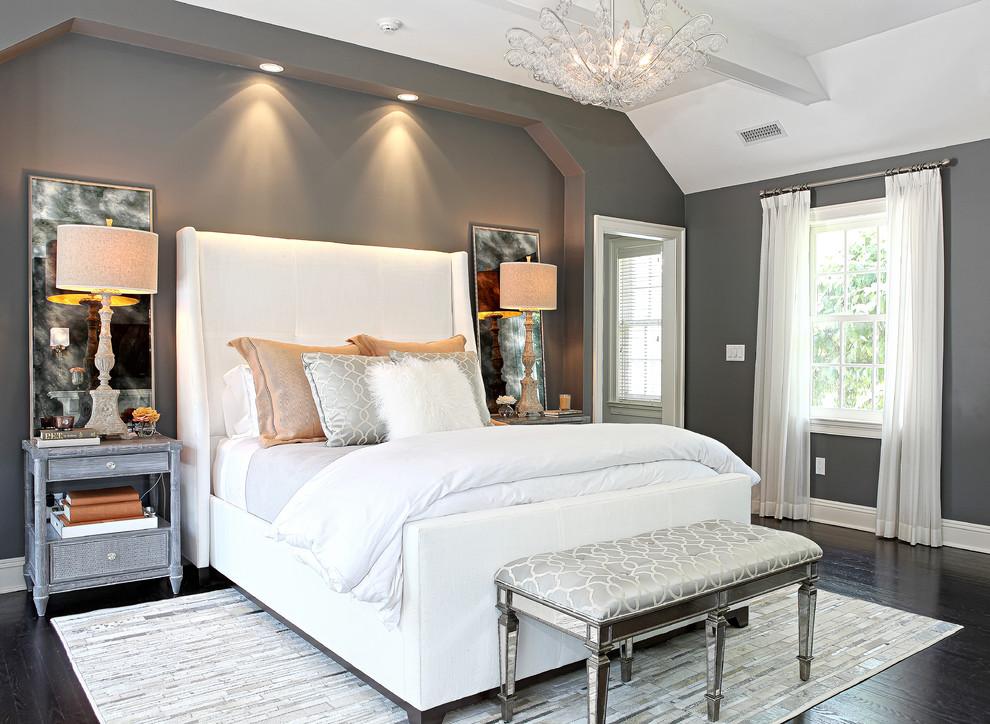 Умопомрачительная подвесная люстра в интерьере спальни от D.A.S. Custom Builders