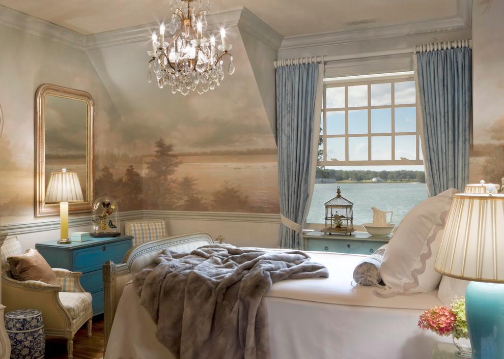 Превосходная подвесная люстра в интерьере спальни от Anne Harris Studio
