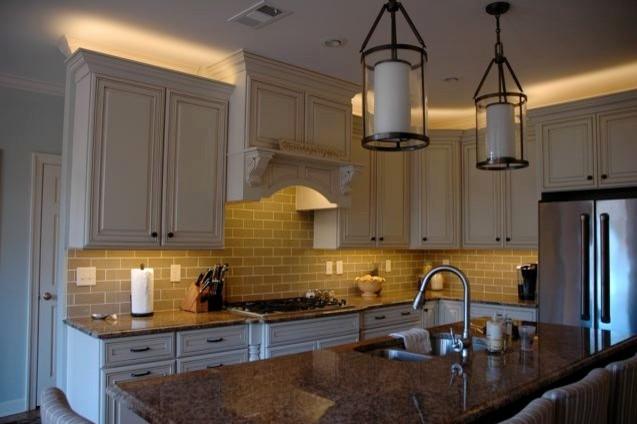 Подвесные светильники в интерьере кухни