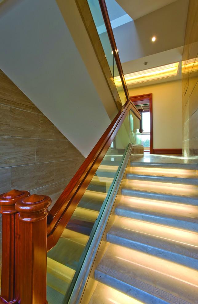 Потолочные светильники в интерьере лестницы