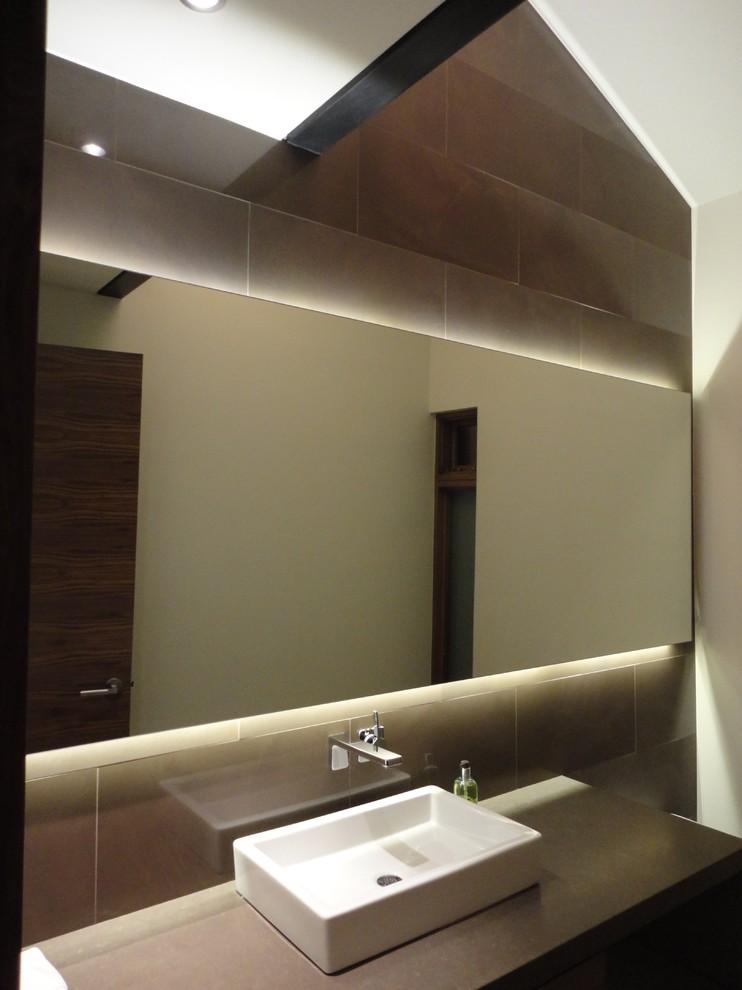 Красивое освещение в ванной комнате