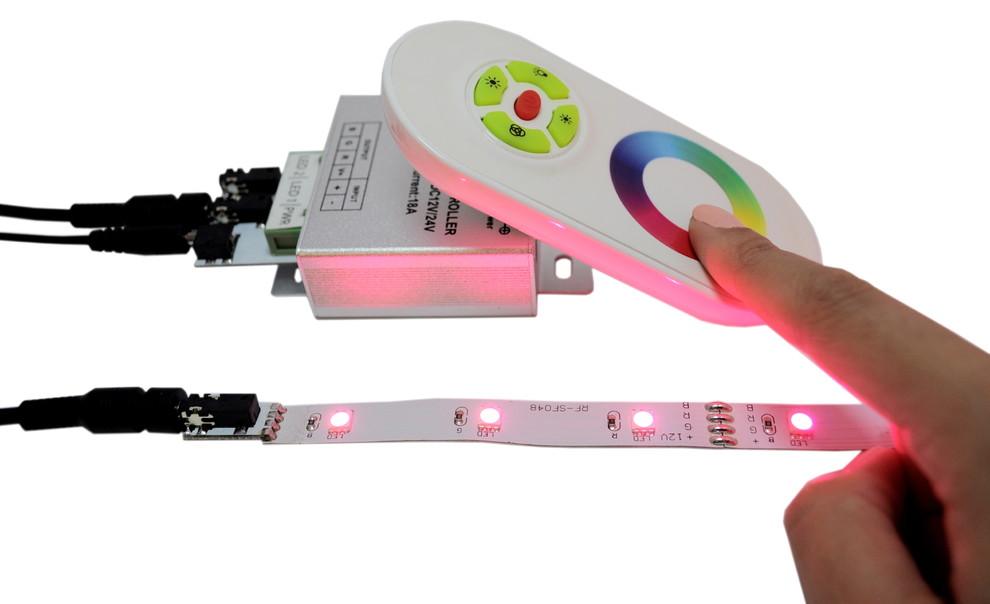 Пульт управления освещением<br /></noscript> «><p>Посмотрите, как оригинально и креативно выглядит на кухне потолок и остров с сапфировым свечением.<p><img loading=