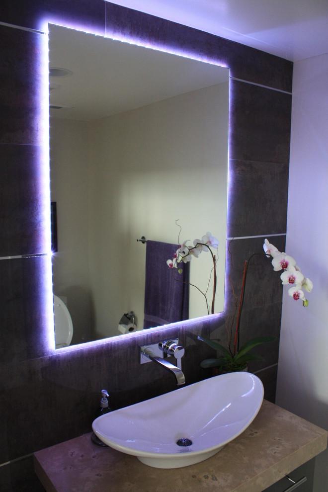 Светодиодная лампа в интерьере ванной комнаты<br />