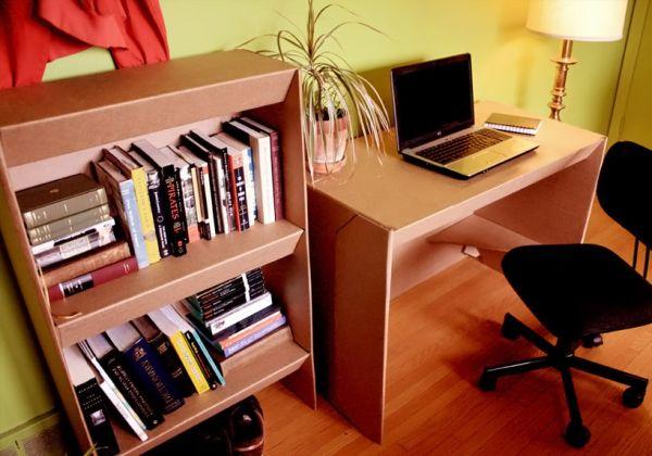 Красивый книжный стеллаж и стол в интерьере
