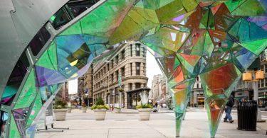 Креативный дизайн инсталляции на улице Нью-Йорка