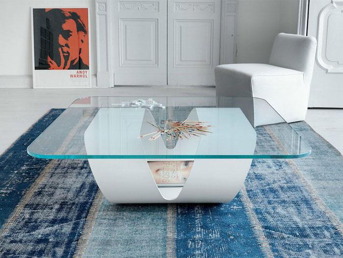 Креативный журнальный столик в белом цвете