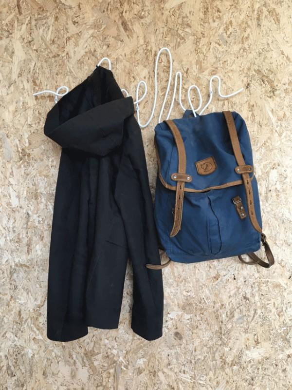 Креативные вешалки для одежды и сумок