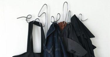 Креативные вешалки из проволки для одежды и личных вещей