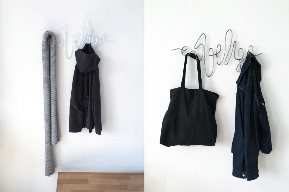 Креативные вешалки для одежды в интерьере прихожей
