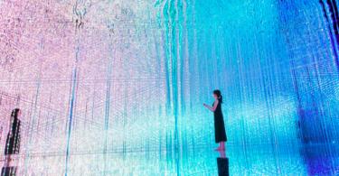 Кристальное пространство: цифровой лабиринт приглашает вас погрузиться во вселенную света