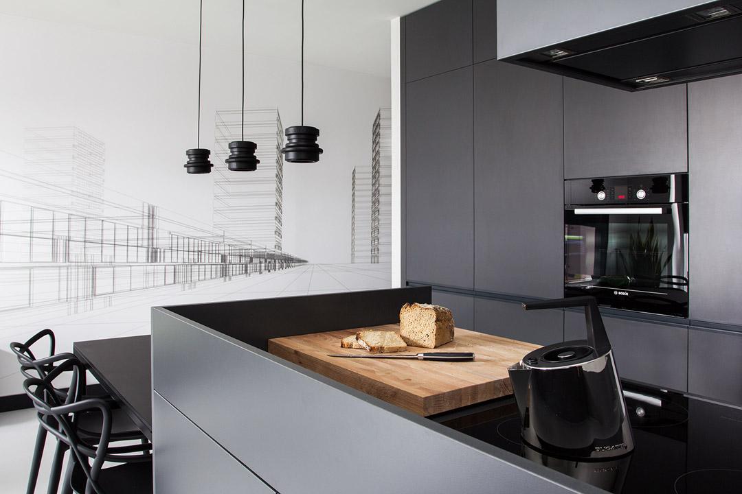 Чудесный дизайн интерьера кухни в черно-белом цвете
