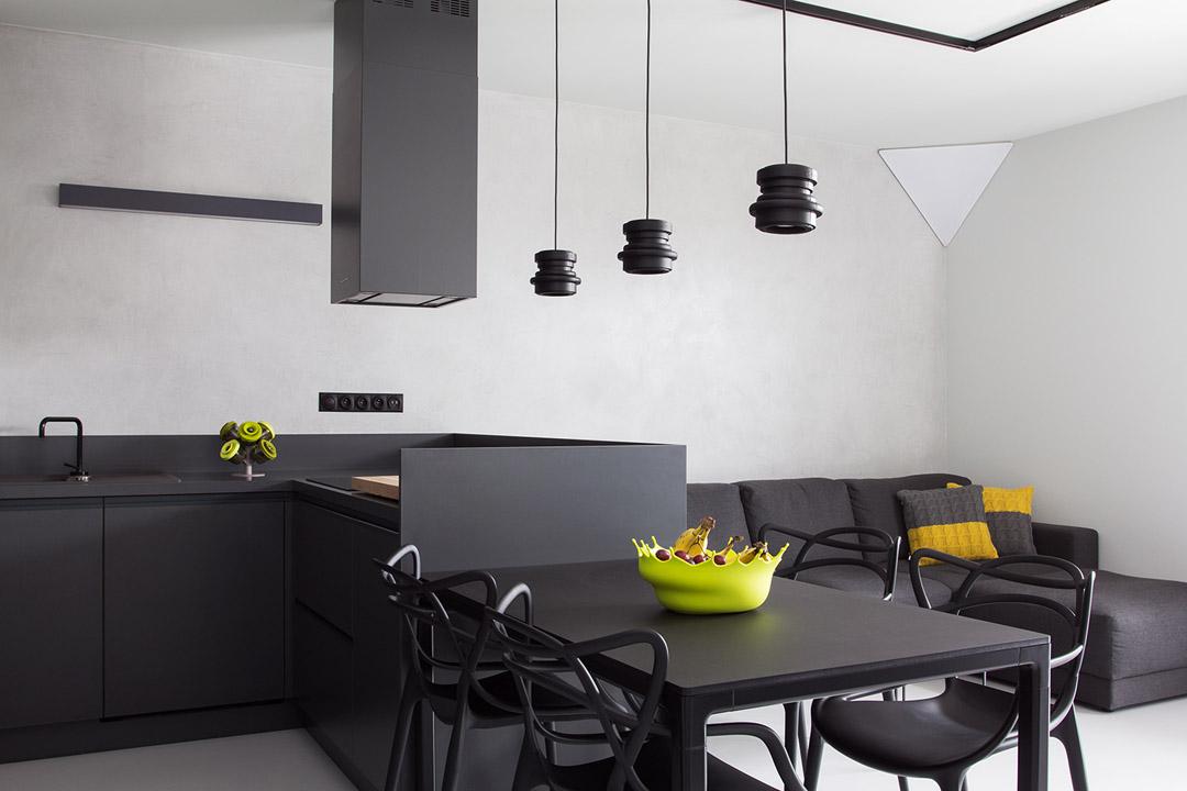 Прекрасный дизайн интерьера квартиры в черно-белом цвете