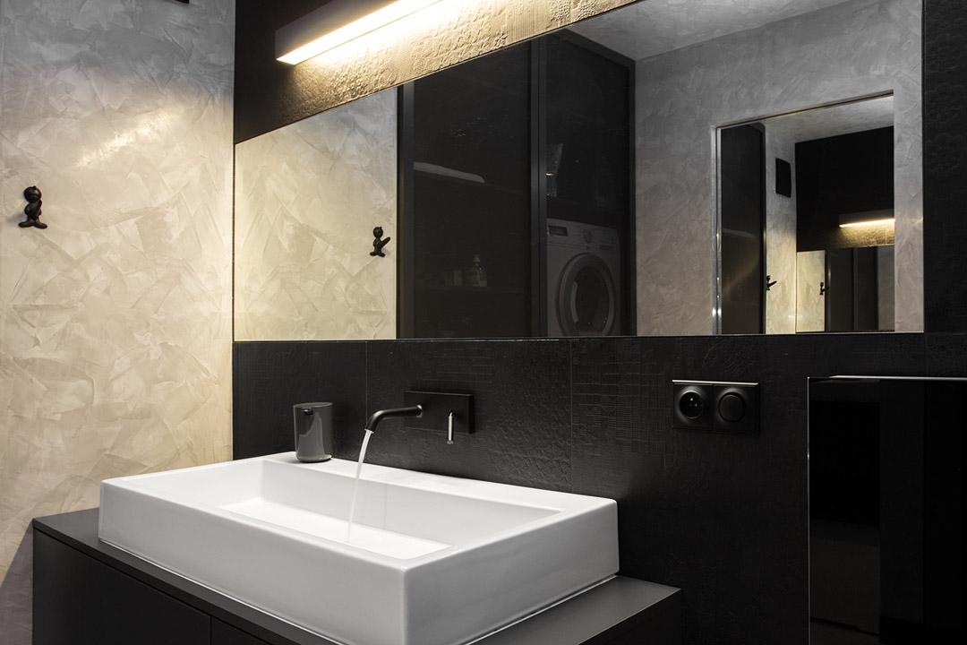 Яркий дизайн интерьера квартиры в черно-белом цвете