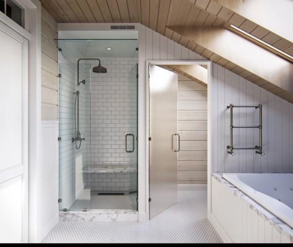 Квартиры в стиле прованс: душевая кабина с мраморным поддоном