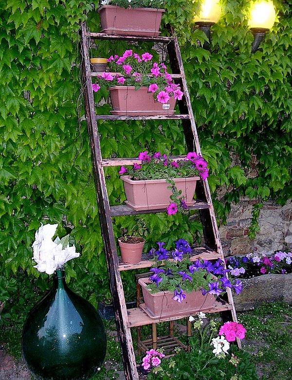Полки для цветов на дачу