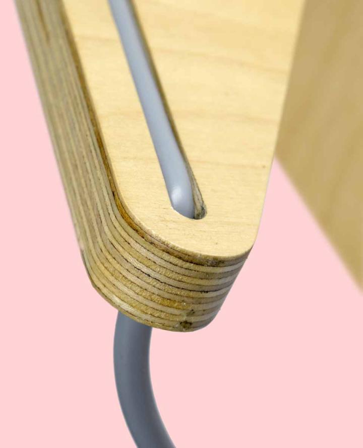 Основа лампы склеена из березовой фанеры