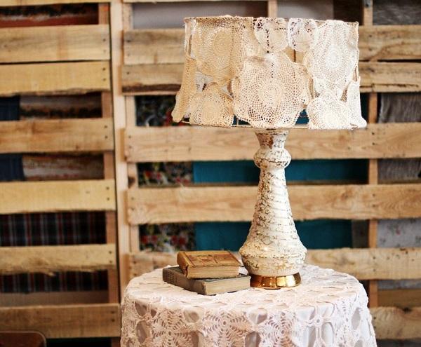 Замечательный абажур из салфетки ручной вышивки