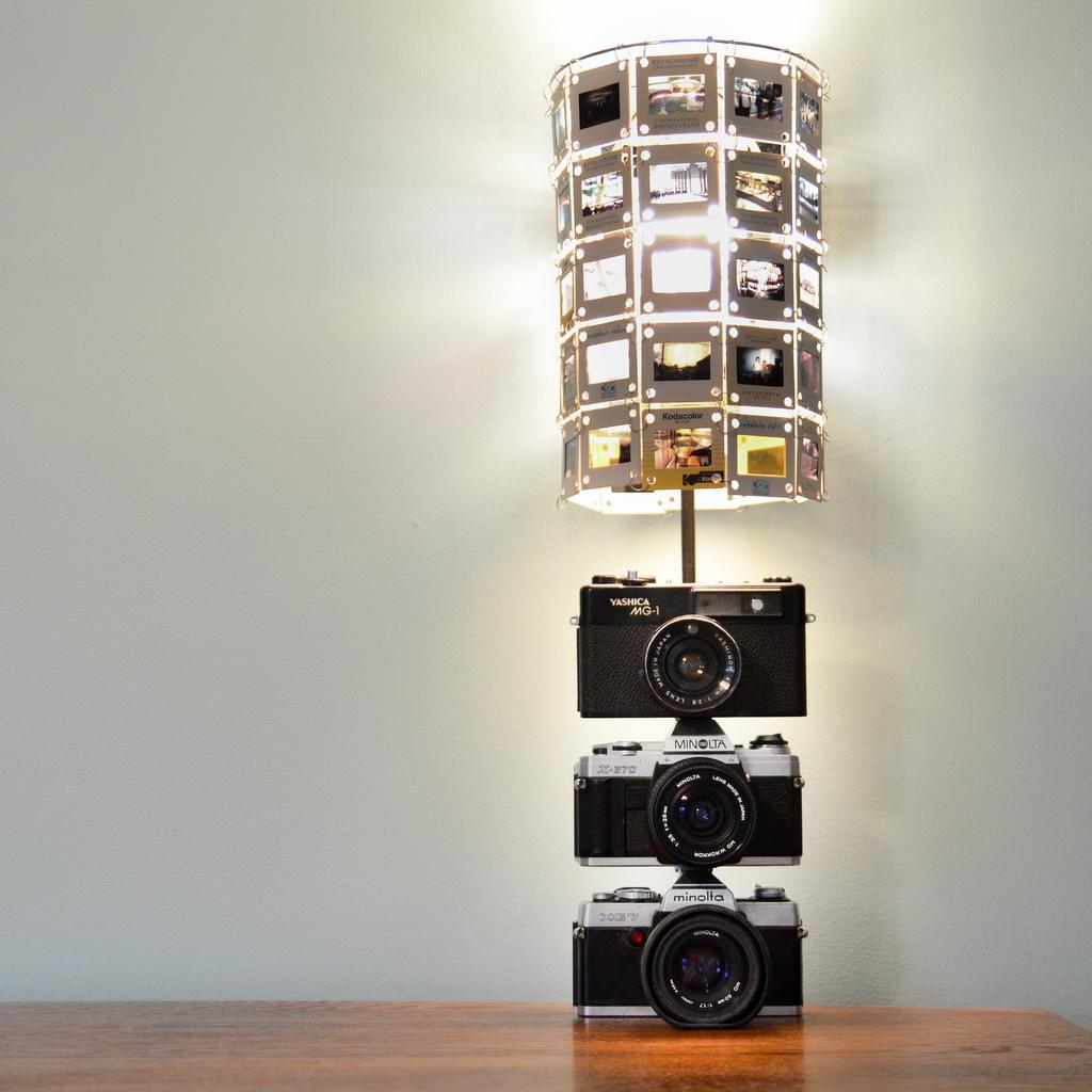 Красивый светильник который украсит комнату