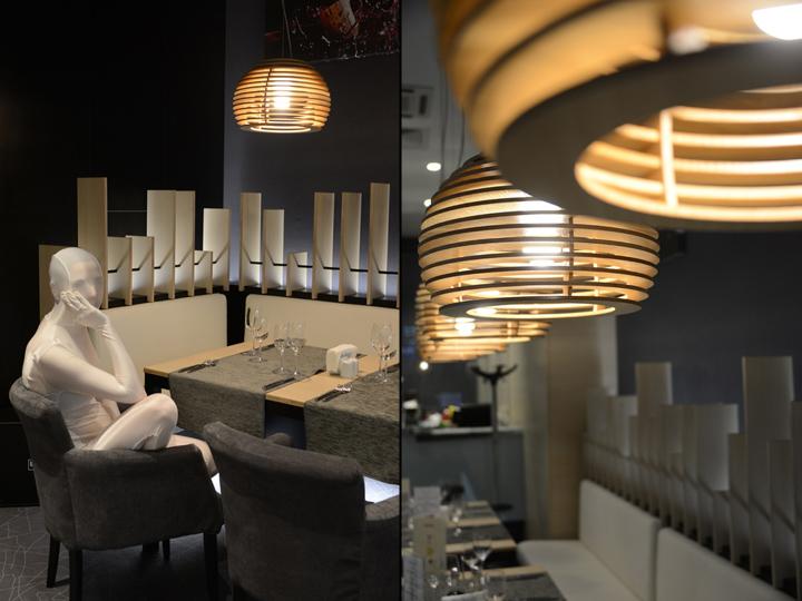 Подвесная лампа из дерева в виде пчелиных ульев в интерьере ресторана - фото 11