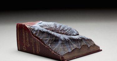 Скульптуры из книг: зимние горные ландшафты из новой коллекции Гая Ларамэ