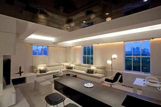 Креативная светодиодная лента на потолке в интерьере гостиной