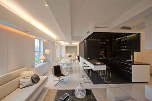 Светодиодная лента на потолке в интерьере гостиной