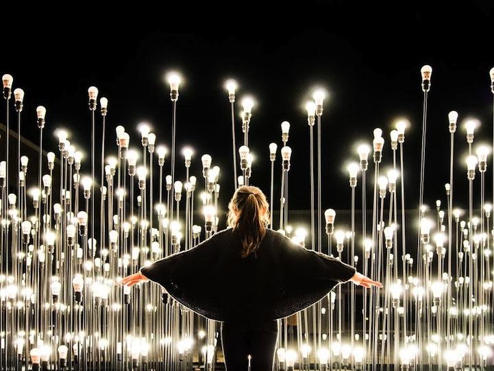 Удивительная световая композиция в центре столицы Португалии