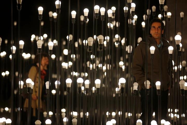 Необычная световая композиция в центре столицы Португалии
