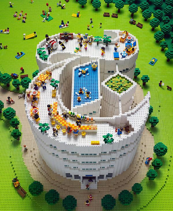 Логотип из Lego для T Magazine от Sachiko Akinaga